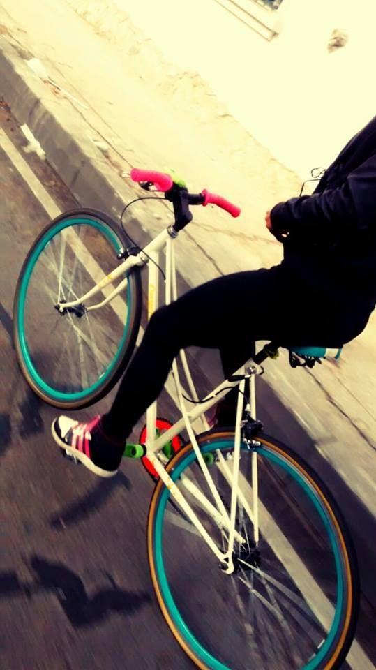 Libérate del aburrimiento en el bus, que la bici es el único medio de transporte efectivo y que de paso, te saca muchas sonrisas.