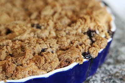 SOUR CREAM BLUEBERRY COFFEE CAKE: Sour cream adds richness and tang to this sweet cake  #blueberry #CoffeeCake
