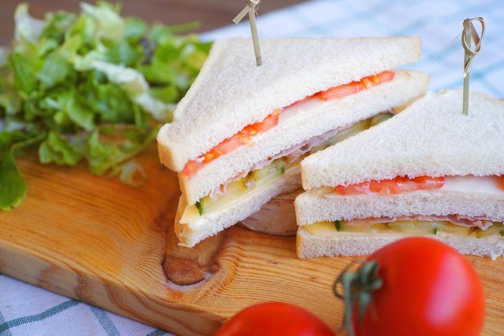 Club sandwich met bieslookmayonaise