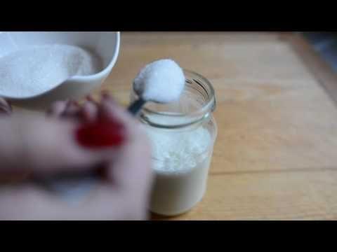 Namiesto šľahania naliala šľahačku do zaváraninového poháru. Výsledok je úžasný – Babské Veci