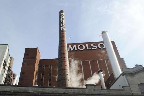 Située sur le bord du fleuve Saint-Laurent, l'usine Molson fait partie du paysage montréalais depuis.1786.. - Photo Wikimedia