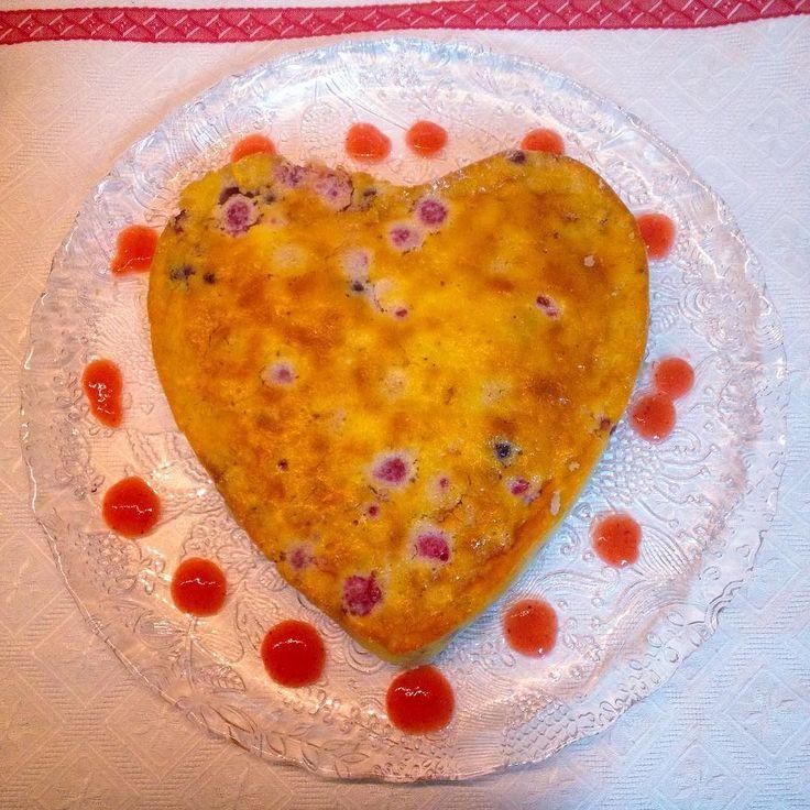 CheeseCake de forno com frutos silvestres e molho de morangos  #minhacozinha #minhasideias #minhaaventura #cheesecake #frutossilvestres #morangos #wildfruits #strawberrys #sobremesas #deserts #passionforbaking #foodlover #lovecoking #homemadefood #maisolhosquebarriga #kitchenmysweetkitchen #amorpelacozinha #issomeacalmameacodeaalma