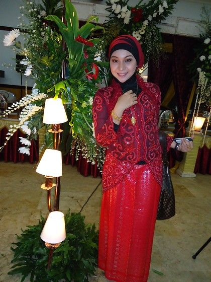 Red Kebaya, Red And Black Hijab, Pinto Aceh Necklace, Pinto Aceh Bracelet, Red Songket