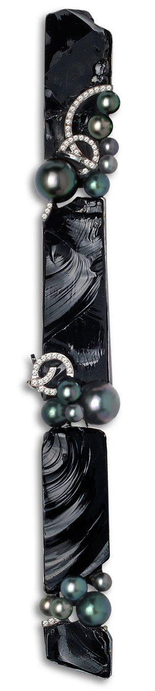 Thierry Vendome. Pendentif Constellation. Diamants, obsidienne, perles noires, or blanc.  (hauteur 25 cm)