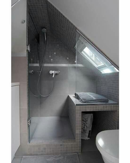 Das Dachgeschoss Wird Immer Populärer Als Wohnfläche. Nicht An Letzter  Stelle Tragen Dazu Auch Die Designer Selbst Bei. Badgestaltung Für Kleines  Bad