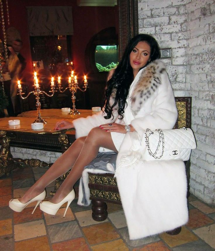 Rich b..ch wearing full length white mink coat with lynx collar, and proudly displaying her (doubtlessly expensive) Chanel bag!!! :)
