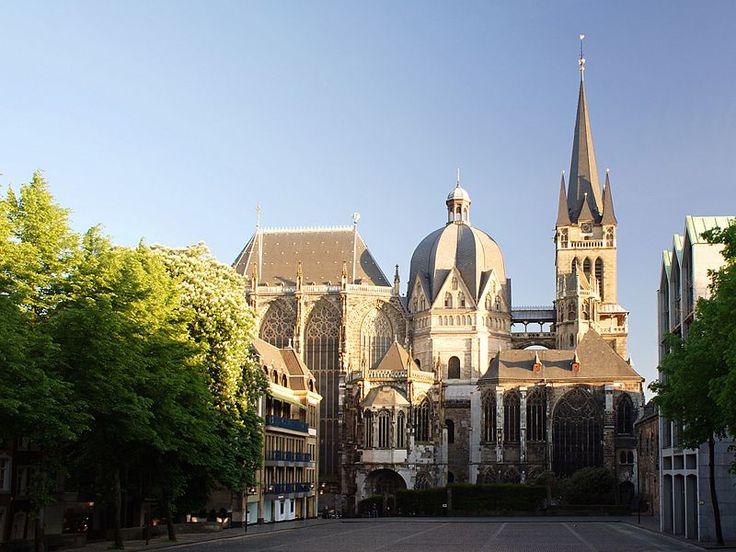 CATEDRAL DE AQUISGRÁN - Aquisgrán (Alemania) Arquitecto: Eudes de Metz (Odón) Antes llamada: Capilla Palatina de Aquisgrán