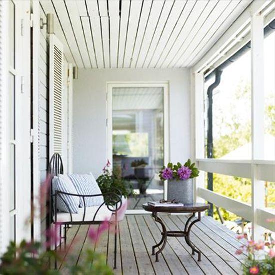 GET THE NEW ENGLAND STYLE ON A BUDGET http://inredningsvis.se/veranda-inspiration-new-england/  #newengland #homedecor #outdoorfurniture #utemöbler #stolar #veranda