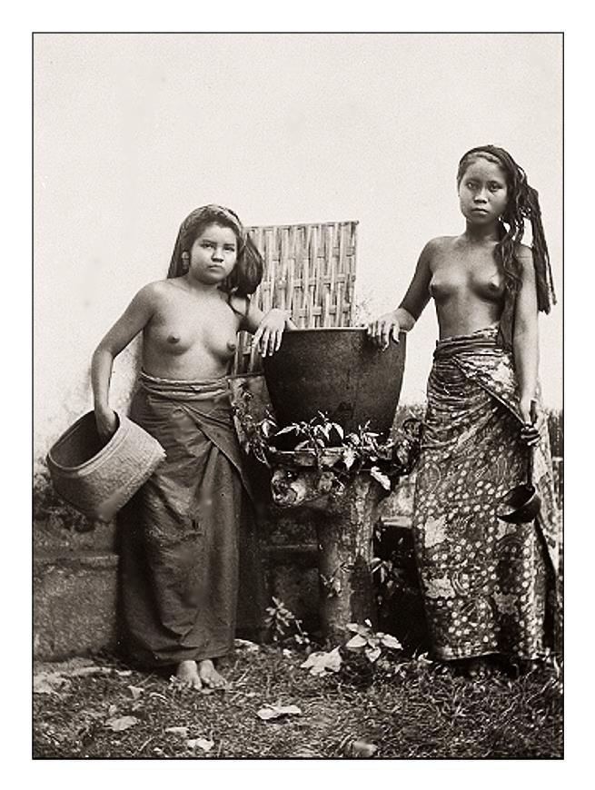 Studio portrait of two Balinese women, ca. 1925, photographer unknown.