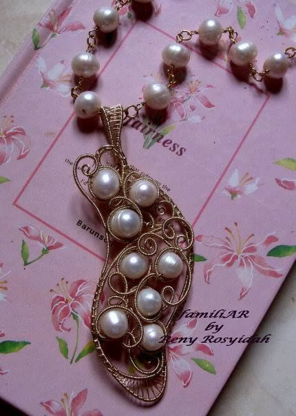 pearl with gilt wire