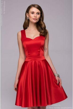 Платье красное длины мини с оригинальным вырезом на спинке