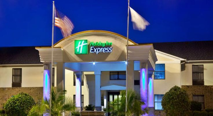 Holiday Inn Express Breaux Bridge Henderson This hotel features an outdoor pool, hot tub, and fitness centre. Located 2 miles from Miss Mamie's Henderson Casino, it offers a 32-inch flat-screen cable TV and free Wi-Fi in every room.