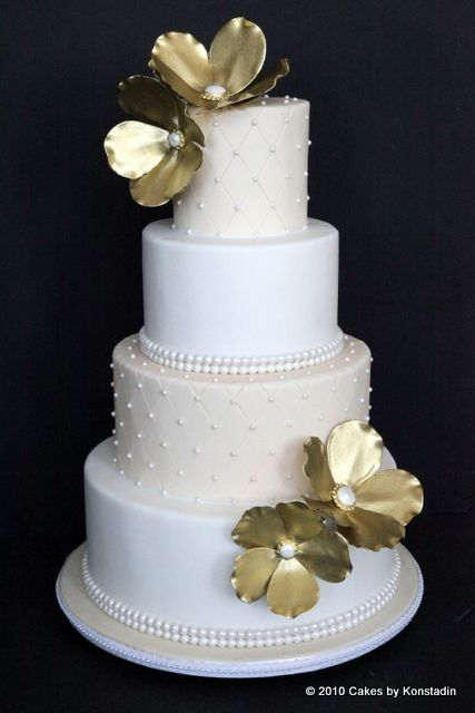 Every details nested in these gorgeous wedding cake designs fromCakes by Konstadin couldn't be more effortlessly elegant and timeless. Take a look at theseone-of-a-kind masterpieces and Pin your favorite ones to IdeaBook!To see more fabulous work ofCakes by Konstadin, visit their website here.