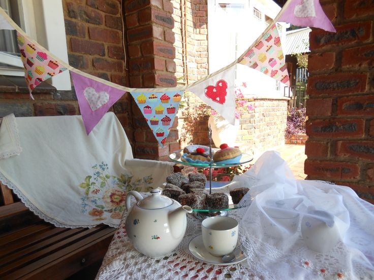 Cheer up a tea party with cupcake bunting!