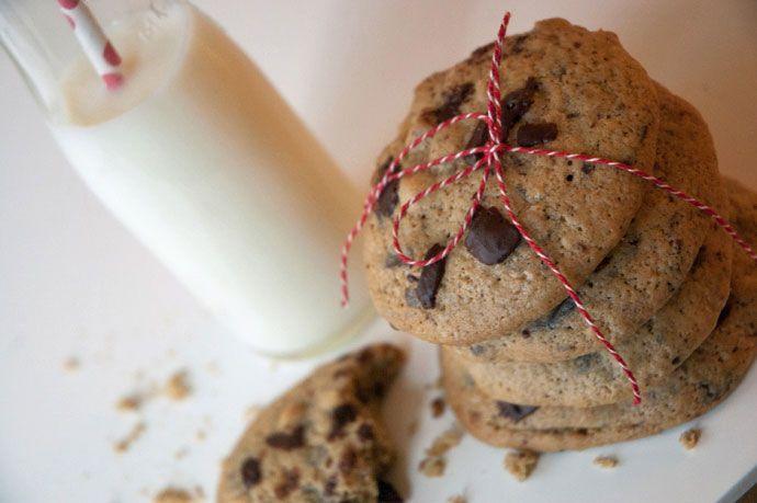 Cookies med mørk chokolade og nødder