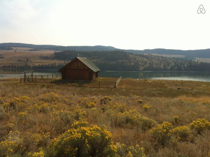 House in Merritt, Canada. New little log house with all amenities at Stump Lake 45 km from Merritt & Kamloops on Highway 5A.  Relax on deck listening to the birds and enjoy wonderful views of the lake, mountains & big sky.  Star gaze in hot tub and sleep peacefully..  New ...