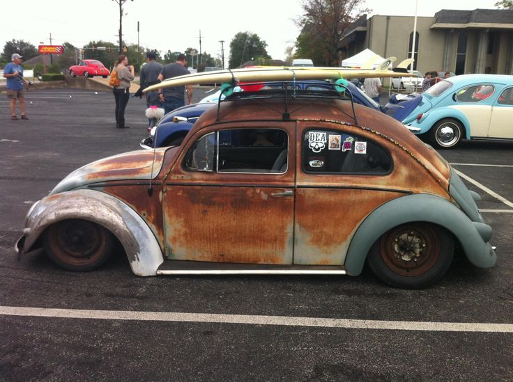 Slammed beetle on air suspension at Tulsa VW Show