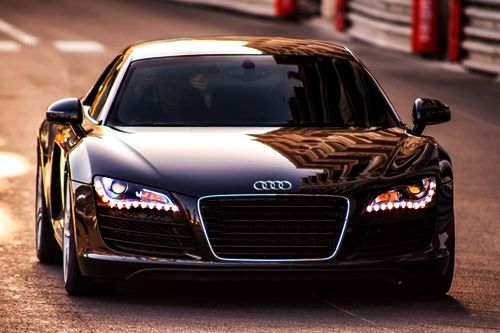 Tener mi carro negro deportivo