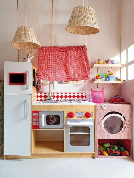 Cocina de juguete en una casita a medida