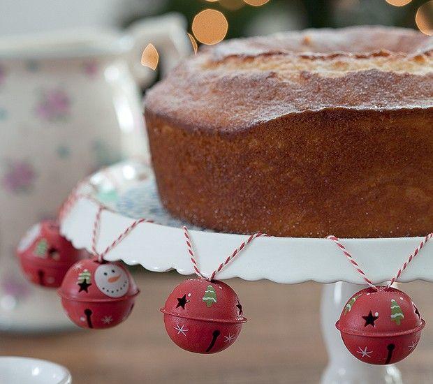 Com um cordão cheio de guizos, você customiza o prato de bolo (Foto: Fotos Cacá Bratke/Editora Globo | Realização Cláudia Pixu | Produção Ellen Annora)