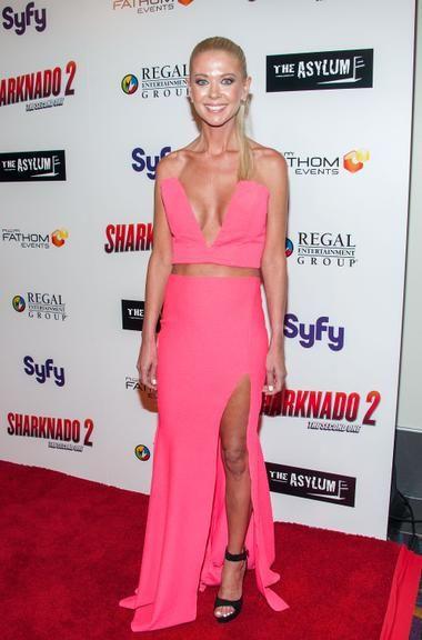 Tara Reid, ex-atriz de 'American Pie', quase mostra demais em estreia de novo filme