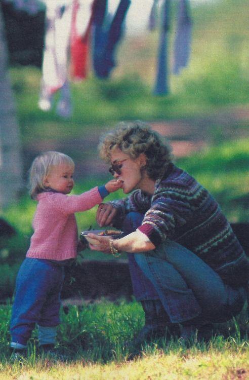 Jessica Lange & daughter Shura Baryshnikov at home in Minnesota, 1983