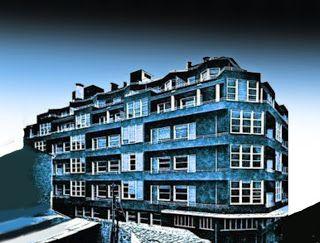 "Hasiera Kaj Arte: Η ""Μπλε Πολυκατοικια"" στα Εξαρχεια."