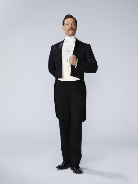 Christian Borle '91 as Mr. Darling in NBC's PETER PAN LIVE