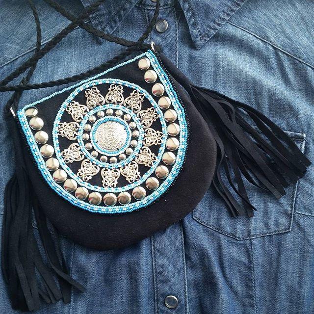 Скоро весна...захотелось цвета))) в планах сделать еще более цветастую сумочку, с еще более обширной бахромой, а пока так) #якутскийстиль  #якутскаясумочка #handmadeykt