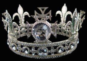 La Corona de la Reina Elizabeth contiene el diamante más antiguo conocido: Koh-i-Noor ('montaña de luz'), que había sido descubierto en 1304...