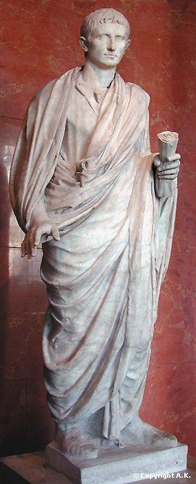 STRUCTURATION DE LA GAULE : L'empereur Auguste ,Louvre, entre 20 av J.C et 130. Marbre.- Auguste (CaIus Julius Cesar Octavianus) empereur (63 av J.C -14 ap J.C) Auguste partage la Gaule en 3 provinces: l'Aquitaine, la Gaule lyonnaise, la Belgique. Puis il consolide la force militaire en créant une armée permanente de 25 légions stationnant aux frontières. Il réussit ainsi à maintenir la pression germanique aux frontières septentrionales et à assurer à l'Empire une frontière stratégique…