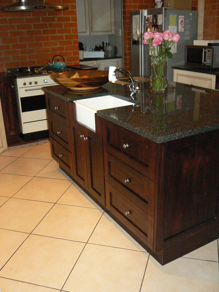We funked Di's kitchen up by changing her Island and making it a dark mahogany to contrast with her lighter kitchen cupboards!