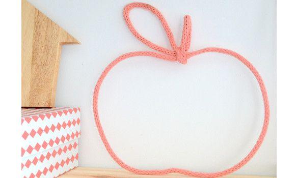 Pomme en laine / tricotin
