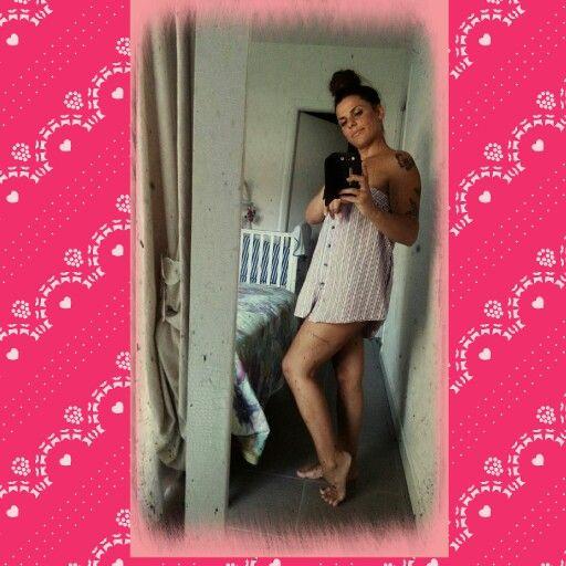 #camicia da notte#piedi nudi# tatto coscia#