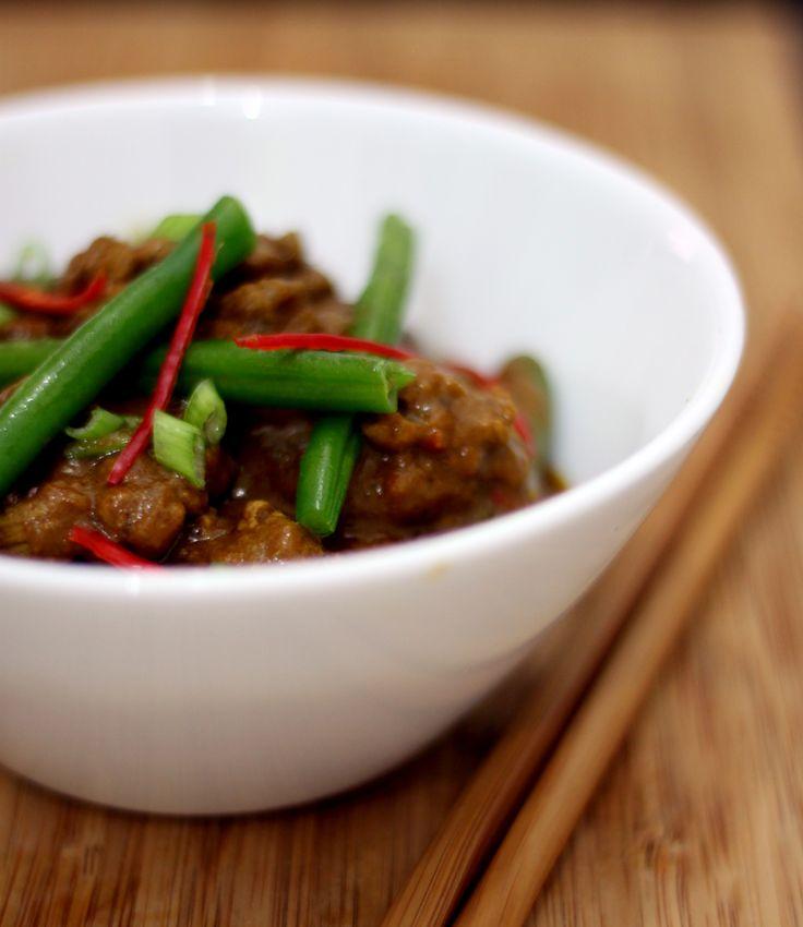 Curry não é um tempero. É a combinação de vários. Também cinhecido como caril é muito utilizado em países asiáticos como Índia, Tailândia. Lá aliás, é tão popular que as famílias podem ter suas próprias combinações. Geralmente levam gengibre, canela, cominho, cardamomo... #curry #molho #tempero