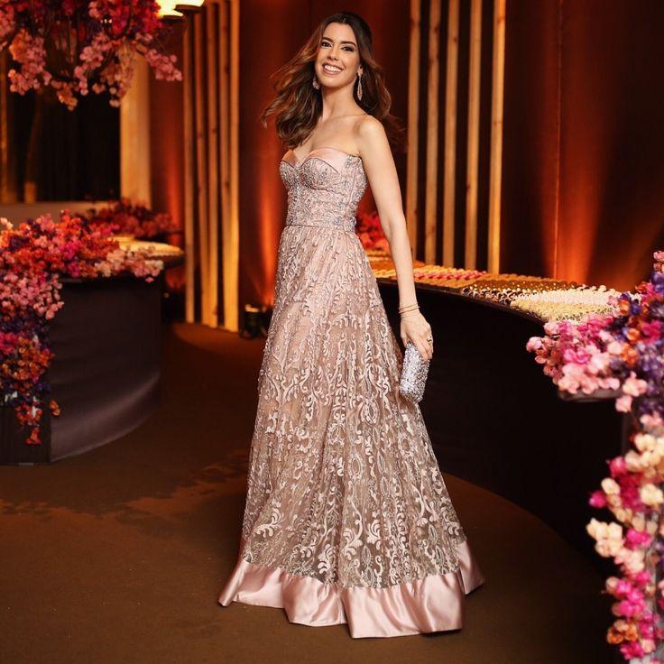 Vestido de madrinha  Camila Coutinho - vestido Alfreda | clutch Emporio HD | joias Carla Amorim e pulseira de mão Epiphanie