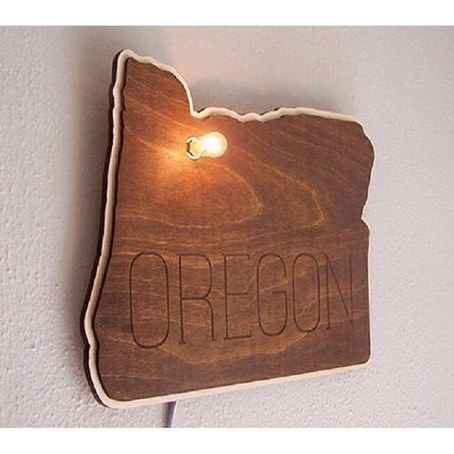 Do you live in Oregon, or have you been there??? Buy From: @cropscotch #cropscotch #etsy #etsyhunter #huntinghandmade #handmade #sign #states #wood #decor #desgin #art #handmadeology found over at @etsyhunter - They Rock!