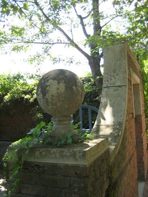 Seeing Italy: old garden statuary