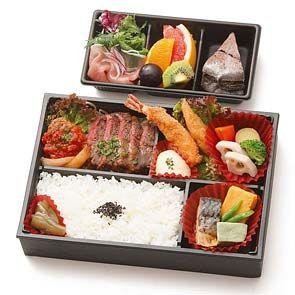 レストラン ラ・カロッツァの『特製 洋風お弁当』大きめの牛フィレ肉のステーキとミニハンバーグ、手作り海老フライ、のごちそうお弁当です。福岡での仕出し弁当にどうぞ