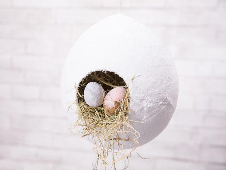 DIY-Anleitung: Hängende Deko-Eier aus Gipsband für Ostern basteln / crafting Easer decoration: hanging Easter egg via DaWanda.com