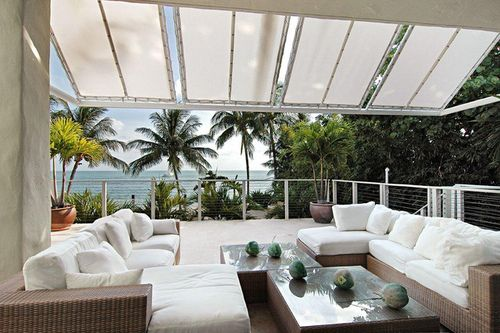 vacation home outdoor entertaining area