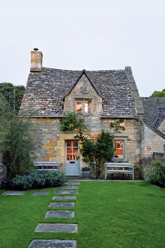 A+stone+path+leads+through+the+front+garden+to+the+main+entrance+of+the+Cotswolds+cottage.