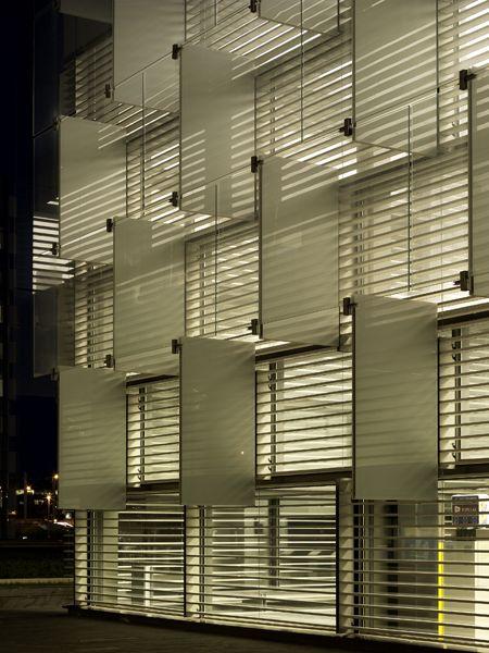 the-new-headquarters-of-telefonica-in-madrid-rafael-de-la-hoz      http://www.archdaily.com/20158/the-new-headquarters-of-telefonica-in-madrid-rafael-de-la-hoz/1763794415_distritoc3/#De Lahoz, Design Inspiration, Arquitectura Inspiradoras, Madrid Maps, Environment Design, Telefonica Headquarters, Rafael De, Blade Signs, Facades Design