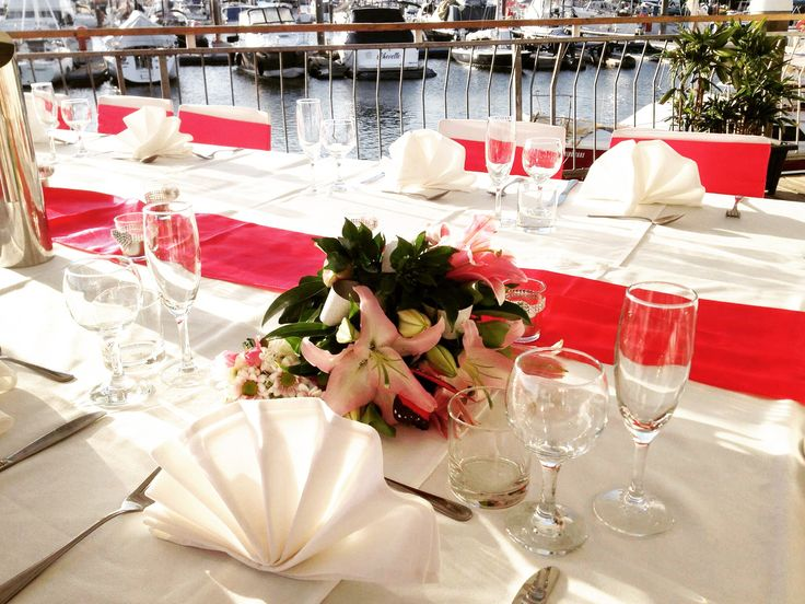 A small intimate Fuchsia Pink deck wedding reception for 20 PAX.