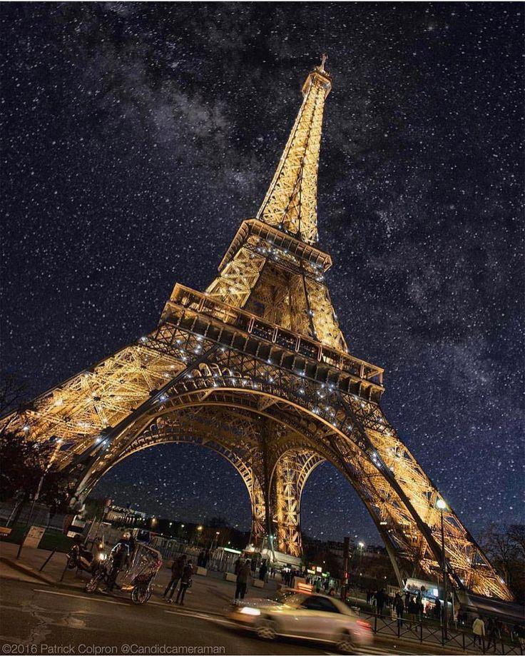 いいね!328.1千件、コメント1,803件 ― Earth Pics さん(@earthpix)のInstagramアカウント: 「The Eiffel Tower, spectacularly lit up at night   Photo by @patrickcolpron」