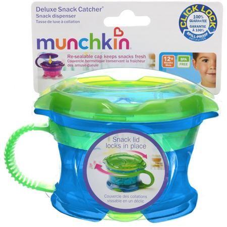 """Контейнер Munchkin Поймай печенье с крышкой. 11400 (голубой с зеленой крышкой)  — 650р.  Контейнер для снеков (небольших кусочков продуктов) с регулируемой крышкой Munchkin Snack Catcher """"Поймай печенье"""" -  легко достать, а крошкам не упасть!  Идеально подходит, если нужно покормить малыша """"на ходу"""", чтобы закуска осталась в контейнере, а не на полу, не на сиденье автомобиля или коляски! Мягкие лепестки-закрылки помогают ребенку подкрепиться самостоятельно, но предотвращают рассыпание…"""