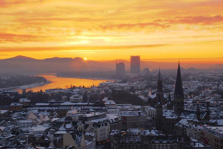 Zepper-sunrise-over-the-niveous-city-of-bonn.jpg 3.872×2.592 Pixel