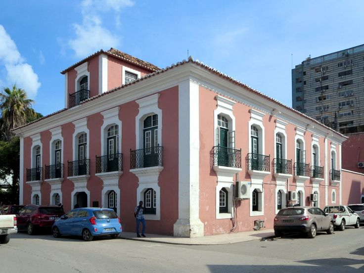 The Museu Nacional de Antropologia in Luanda, Angola, occupies the 18th century Palacio da Nobreza. Masks, tools, weaponry, clothing, and musical instruments are on display.