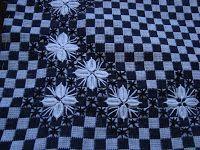 caras amigas, vim mostrar a vcs oque estou fazendo no momento... É um jogo de cozinha no bordado xadrez preto e branco. Achei lindo es...