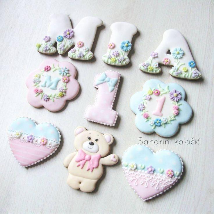#medenjaci #sandrinikolacici #slatkisto #decoratedcookies #customcookies #spring #babygirl #firstbirthday #sweettable #dessert